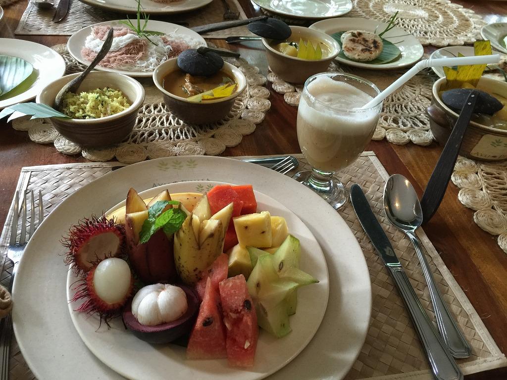 スリランカ朝食フルーツたっぷり